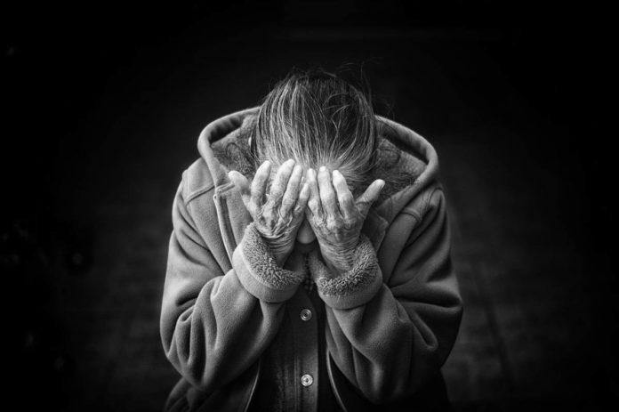 Jak-pomóc-osobie-starszej-kiedy-cierpi-na-bezsenność