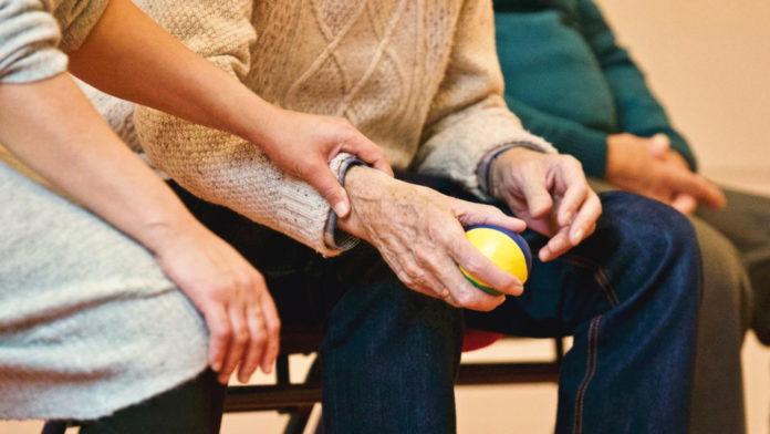 Demencja – jak rozmawiać z osobą chorą