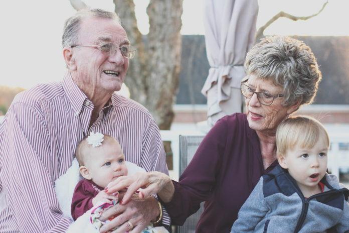 Jak opiekować się osobą starszą, która ma problemy z pamięcią